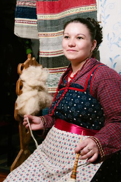 «Дзоля Валя» в бабушкином наряде / Фото Дмитрия Глухова-Коваленко
