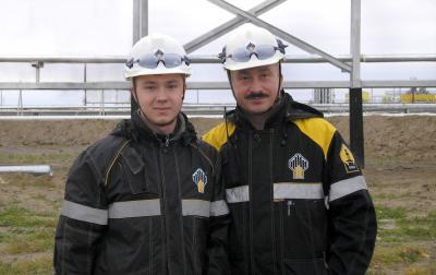 Северьян Рухадзе с сыном Александром на Хасырейском месторождении (2006 г.) / Фото предоставлено автором