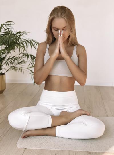 Поза лотоса – это визитная карточка йоги. Кажется, всё просто.  Но нет, без подготовки не получится! / Фото предоставлено Ольгой Абеленцевой