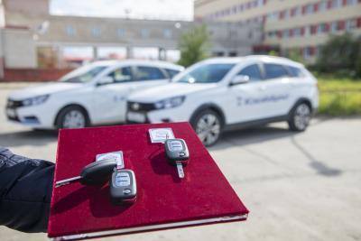 Новые машины с хештегом #Спасибо врачам / Фото Алексея Орлова