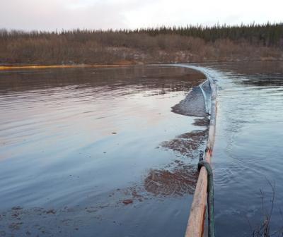 Прорыв произошёл на дюкере на выходе из реки / Фото предоставлено межведомственной комиссией
