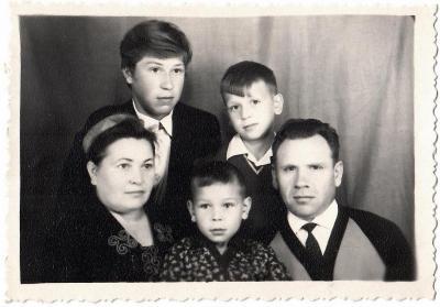 Н. П. Лутовинова с супругом и детьми, 1969 г. / Фото из личного архива А. Лутовинова