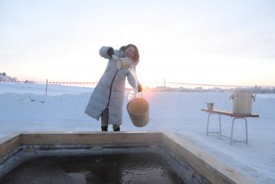 Одна из главных традиций – забор святой воды, которой освящают жилище, а многие врачуют чудесной водой недуги / Фото Екатерины Эстер