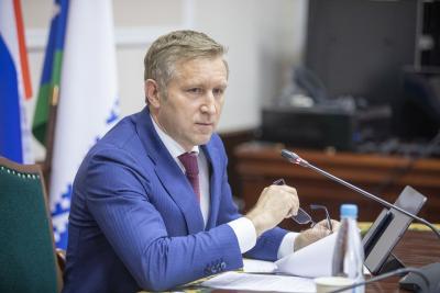 Юрий Бездудный призвал коллег личным примером показать,  насколько актуальна тема вакцинации для региона / фото из архива «НВ»