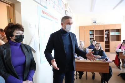 Одной из первых посетили Омскую школу / Фото Екатерины Эстер