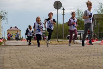 Несмотря на непогоду, даже юные спортсмены не отказались от участия в забеге / Фото Игоря Ибраева