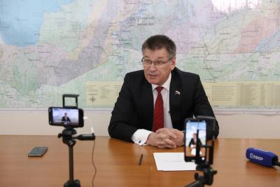 Диалог депутата с журналистами можно было посмотреть в прямом эфире / Фото Екатерины Эстер