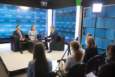 Представители власти открыто ответили на вопросы жителей округа / Фото Игоря Ибраева