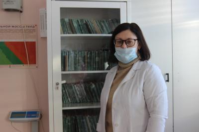 Виктория Дружинина девятый год стоит на страже здоровья жителей Шойны / фото автора