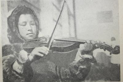 Юный скрипач Апицын Миша – будущий командир взвода. 1936 г. / фото автора