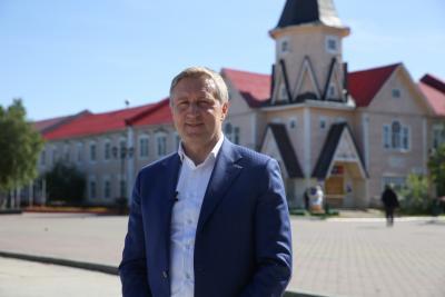 Поздравление губернатора / Фото Елены Дуркиной