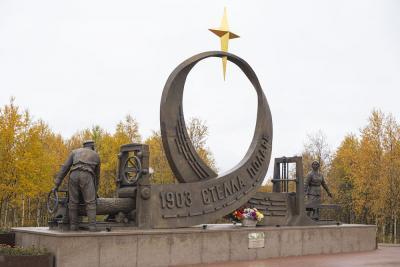 Памятник Печорскому лесозаводу – это дань памяти предприятию и его работникам / Фото Игоря Ибраева