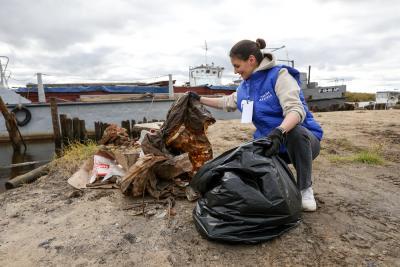 На субботнике 4 сентября очистили от мусора берег Печоры на Лесозаводе. Сегодня волонтёры выходят на другой объект / Фото Екатерины Эстер