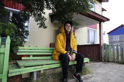 В июле Олег Трофим побывал на малой родине. Нечасто режиссёр из НАО теперь бывает на ненецкой земле, но всегда с удовольствием приезжает в родные края / Фото Екатерины Эстер